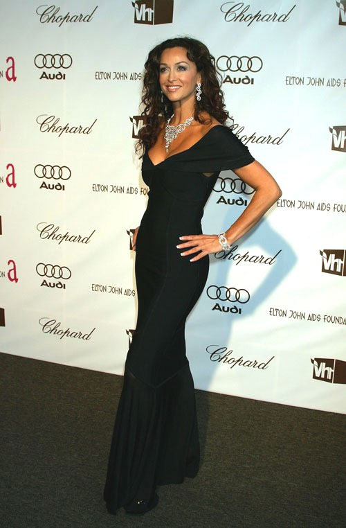 Oscars 2006 in Los Angeles, wearing HERVE LEGER and DAMIANI jewelery